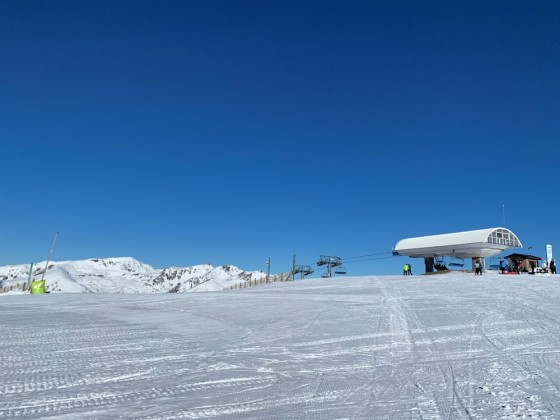 Looking back from the slope to the top of Tosa Espiolets chairlift