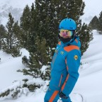 Going off-piste down Obaga blue run with a Grandvalira snowboarding instructor