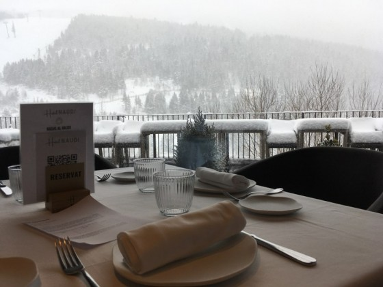 Hotel Naudí offers a stunning view of the slopes of Grandvalira
