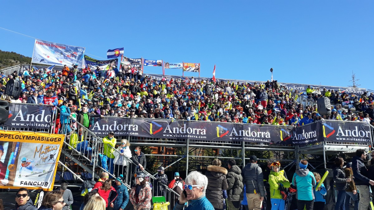 Excited crowds at the base of Aliga slope, El Tarter, 14.03.2019