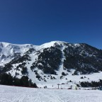 Excellent snow conditions and brilliant blue skies in El Tarter