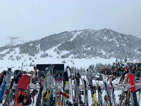 Skis and snowboards outside Terrassa Snowclub