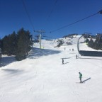 Skiers on Astoret blue run