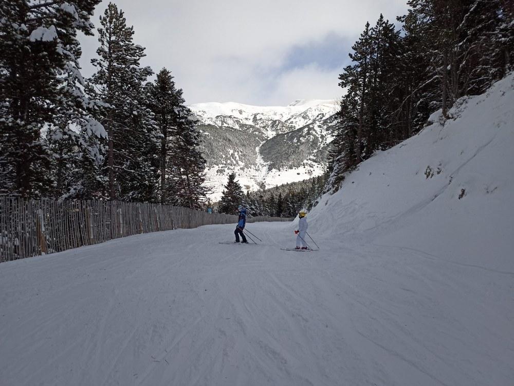 Skiing down the slope El Bosc